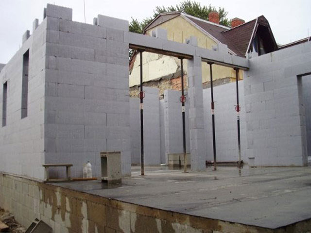 Terméskő ház építése
